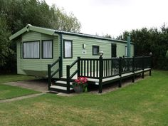 caravan makeover 551057704406954016 - Fensys dark green foiled hand railing with beige deck board on Wilerby static caravan holiday home Source by Static Caravan Holidays, Decking Suppliers, Plastic Decking, Caravan Makeover, Deck Makeover, Blue Hill, Mountain Living, Park Homes, Modular Homes