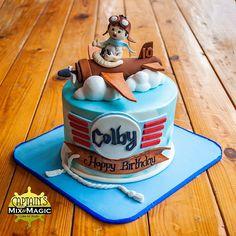 Child Pilot Fondant Cake Toppers, Fondant Figures, Fondant Cakes, Travel Cake, Travel Party, Baby Birthday Cakes, Cake Art, Pilot, Birthdays