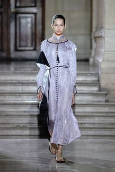 cbb1492351ccb Mame Kurogouchi Spring 2019 Ready-to-Wear Fashion Show Collection  See the  complete