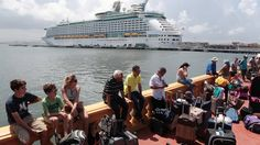 Un crucero de lujo fue en misión humanitaria a Puerto Rico y una multitud se agolpó para escapar de la isla tras el huracán María