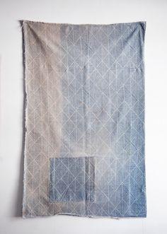 old sashiko - best viewed enlarged Textile Fiber Art, Textile Fabrics, Textile Prints, Textile Patterns, Textile Design, Fabric Design, Print Patterns, Boro, Shibori