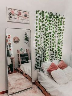 To decorate your room with little money Zimmer Einrichten Cute Bedroom Ideas, Cute Room Decor, Bedroom Inspo, Teen Room Decor, Diy Room Ideas, Bedroom Ideas For Small Rooms Women, Bohemian Room Decor, Sunroom Ideas, Room Ideas Bedroom