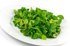 Feldsalat  Gesundheit Die wichtigsten Vitamin-B-Lieferanten  Die beste Gesundheit wächst oft im Garten – oder wartet schon im Kühlschrank. Vital verrät die Hitliste der 24 wichtigsten Vitamin-B-Lieferanten.