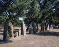 Nécropole de Pranu Mutteddu : alignement de menhirs | Culture d'Ozieri (3000-2480 av. J.-C.), culture prénuragique / Néolithique final