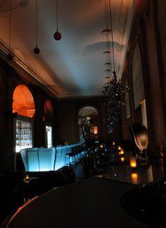 Plaza Athenee Paris, Bar -Trip Advisor review : http://www.tripadvisor.com/ShowUserReviews-g187147-d188730-on23-Hotel_Plaza_Athenee-Paris_Ile_de_France.html#UR121572495