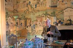 Hubert de Givenchy's dining room is adorned with Chinese paper and a brightly coloured Compagnie des Indes porcelain service Country Style Homes, French Country House, French Country Decorating, Hubert Givenchy, Chinese Paper, Chinoiserie Wallpaper, Traditional Interior, France, Beautiful Interiors