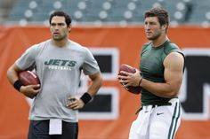 CINCINNATI, OH - AUGUST 10: Tim Tebow #15 and Mark Sanchez #6 of the New York Jets warm up before a preseason NFL game against the Cincinnati Bengals at Paul Brown Stadium on August 10, 2012 in Cincinnati, Ohio. (3861×2574)
