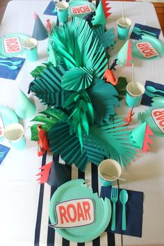 Dinosaur Birthday Party - Modern Roar Dino Boys Party dinosaur party table from above Dinosaur First Birthday, Fourth Birthday, 4th Birthday Parties, Birthday Boys, Princess Birthday, Birthday Ideas, Dinosaur Party Games, Dinosaur Birthday Invitations, Dinosaur Themed Food