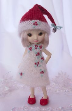 """The """"Last Li'l Elf"""" is a hand knit and embroidered set for tiny 4"""" Amelia Thimble dolls.  Cindy Rice Designs."""