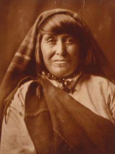 070428131720_native_american_acoma_woman_LG.jpg 337×450 pixels