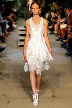 Givenchy Spring 2016 Ready-to-Wear Fashion Show