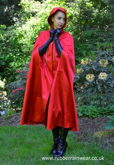 Beautiful Cyn - caped, booted and grubber gloved.