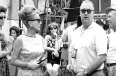 Joan Crawford and director Robert Aldrich On the set of 'Hush Hush Sweet Charlotte' Hollywood Cinema, Old Hollywood Movies, Golden Age Of Hollywood, Vintage Hollywood, Classic Hollywood, Hollywood Star, Joan Crawford, Hush Hush Sweet Charlotte, Robert Aldrich