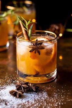 Spiced Honey Bourbon Old Fashioned | halfbakedharvest.com Cocktails Champagne, Cocktail Drinks, Cocktail Recipes, Alcoholic Drinks, Beverages, Fun Drinks Alcohol, Bourbon Old Fashioned, Old Fashioned Drink, Old Fashioned Cocktail