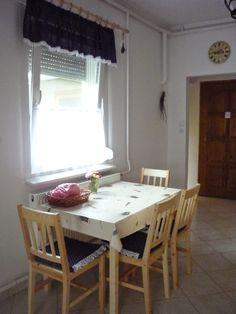 Házból otthon: Konyha Dining Table, Furniture, Home Decor, Dining Room Table, Decoration Home, Room Decor, Home Furniture, Interior Design, Home Interiors