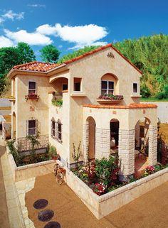 五角形の中庭がある「ラ・ミア・カーサ(イタリア語で私の家)」。|南欧風住宅・プロヴァンス|アーチ|砂岩|