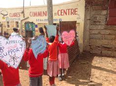 Alice For Dandora Progetto che vede il sostegno al cibo per i 200 studenti della Claire Primary School e l'apertura di un drop-in center diurno per dare supporto ai bambini che vivono e lavorano a Dandora, la più grossa discarica d'Africa.