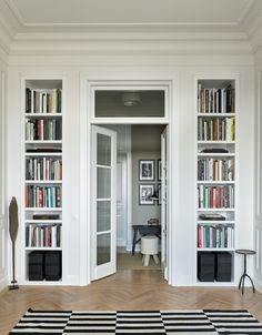 storage / shelving on both sides of doorway Studio Apartment Layout, Small Studio Apartments, Small Apartment Living, Studio Apartment Decorating, Parisian Apartment, Minimalist Apartment, Apartment Interior Design, Interior Styling, Home Libraries