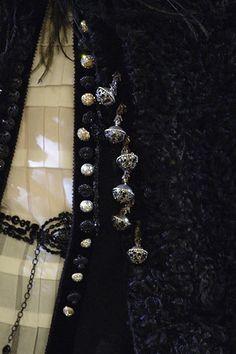 Christian Lacroix Fall 2006 Couture Fashion Show Details