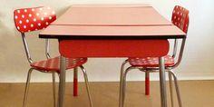 FAIT-MAISON-Table-et-chaise-en-formica-rouge