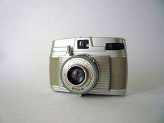 Vintage Camera Bella from Bilora 1953. €26,00, via Etsy.