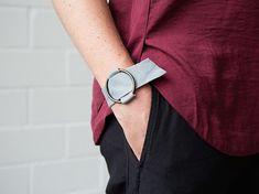 Tutorial DIY: Zrób minimalistyczną skórzaną bransoletkę z metalowym kółeczkiem…