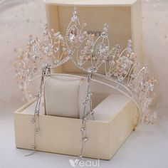 Hair Jewelry Chic / Beautiful Silver Tiara Earrings Bridal Jewelry 2019 Metal Crystal Rhinestone Bridal Hair Accessories - Source by simar_suri Jewelry Hair Accessories For Women, Bridal Hair Accessories, Jewelry Accessories, Women Jewelry, Jewelry Trends, Jewelry Sets, Fashion Jewelry, Vintage Accessories, Sunglasses Accessories