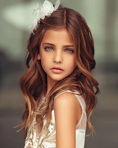 Na obrázku môže byť: 1 osoba, detail Beautiful Little Girls, Cute Little Girls, Beautiful Children, Beautiful Babies, Pretty Eyes, Beautiful Eyes, Fashion Face, Girl Fashion, Cute Kids Fashion