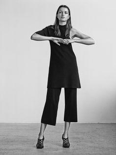 Chic Minimalist Style - black asymmetric top & cropped trousers // Ph. Sascha Oda