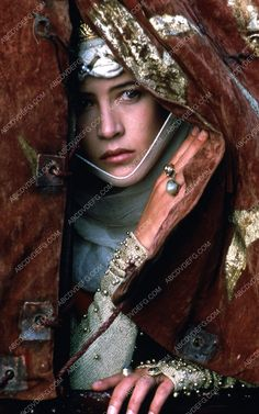 French actress, Sophie Marceau Played in Braveheart film Sophie Marceau, Jenifer Aniston, William Wallace, Mel Gibson, First Photograph, French Actress, Fantasy, Historical Clothing, Popular Culture
