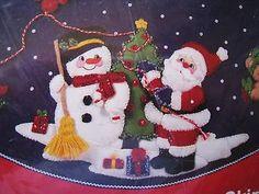 Bucilla Apliques De Fieltro Navideño, Falda del árbol Kit, Santa Y Muñeco De Nieve,33193