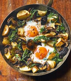 Baked eggs with mushrooms, potatoes, spinach and gruyère - delicious. magazine Make this baked eggs recipe in just one pan – perfect for lunch, brunch or a meat free Monday supper. Vegetarian Recipes, Cooking Recipes, Healthy Recipes, Free Recipes, Vegetarian Cooking, Healthy Breakfasts, Curry Recipes, Healthy Snacks, Snacks