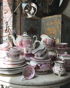 A lust for lustreware. Lust, Presentation, Photo And Video, Tableware, China Cabinet, Dining Rooms, Painting, Instagram, Nice