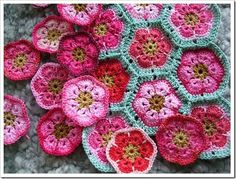African flower pattern http://www.craftpassion.com/2011/04/crochet-african-flower-paperweight-granny.html