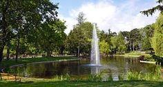 Der Türkenschanzpark liegt auf historisch-hügeligem Gelände. In diesem Gelände hatten sich 1683 die Türken gegen das anrückende Entsatzheer verschanzt. Der Park entstand in zwei Teilen: Der 'alte' Teil wurde hauptsächlich aus privaten Mitteln auf Anregung des Architekten Heinrich von Ferstel und nach den Plänen des Stadtgartendirektors Gustav Sennholz angelegt. 1888 eröffnete Kaiser Franz Joseph I. den Türkenschanzpark in der damaligen Gemeinde Währing, einem Vorort Wiens. Die Zeremon...
