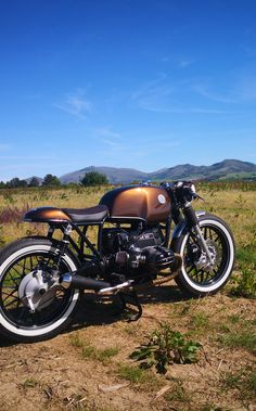 Road Burner Garage is run by friends who customise motorcycles for a living. Their latest work is this BMW cafe racer that is a nod to the new R Nine T. Virago Cafe Racer, Cafe Racer Bikes, Cafe Racer Motorcycle, Cafe Racers, Girl Motorcycle, Motorcycle Quotes, Bmw Motorbikes, Bmw Motorcycles, Custom Motorcycles