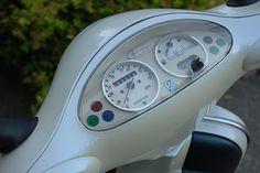 2001 Vespa ET4 by Jeremy Irish, via Flickr