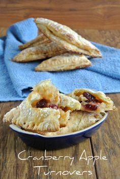 Cranberry Apple Turnovers use Granny Smith apples and dried cranberries. Both are all mellowed out with an apple jelly mixture and baked in puff pastry. YUM #delicious #recipe #cake #desserts #dessertrecipes #yummy #delicious #food #sweet
