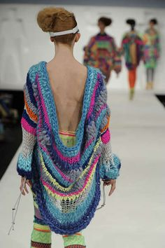 Alison Woodhouse - Alison Woodhouse transforms the cozy texture of knitwear into sculptural fashion pieces. In her latest collection, the English knitwear designer cr...