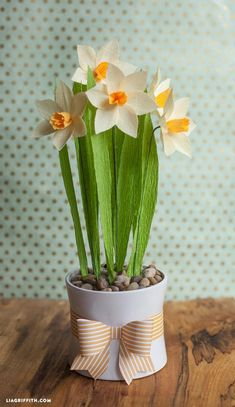 Flowers : DIY: Make Your Own Crepe Paper Daffodils
