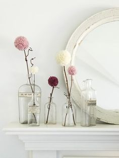 Pom pom dandelion flowers for decoration all around the party area. use extra thick and bulky yarn for big, fluffy pom-pom flowers Pom Pom Flowers, Yarn Flowers, Diy Flowers, Winter Flowers, Spring Flowers, Real Flowers, Vintage Flowers, Flower Vases, Paper Flowers