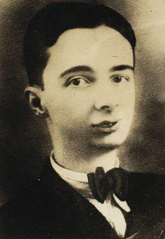 Noel de Medeiros Rosa fue un sambista, cantante, compositor, mandolinista y guitarrista brasileño y uno de los mayores y más importantes artistas de la música de su país.