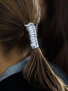 Carolina Herrera.. #Fall2015 #CarolinaHerrera #HairAccessory #Silver #LowPony