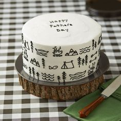 This Happy Father's Day Cake is decorated with all of dad's favorite things—from campfires to trees and tents. An easy decorating project for beginners, this cake would also be great for birthdays, retirement parties or just to show dad how great he is! Pretty Cakes, Cute Cakes, Mini Cakes, Cupcake Cakes, Happy Fathers Day Cake, Fathers Day Cupcakes, Cake Decorating For Beginners, Decorating Hacks, Cookie Decorating