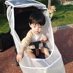 ⠀⠀⠀⠀⠀⠀⠀⠀⠀⠀⠀⠀⠀⠀⠀⠀⠀ 로우니 토끼의자 생겨또 ?😮ㅋㅋㅋ ⠀⠀⠀⠀⠀⠀⠀⠀⠀⠀⠀⠀⠀⠀⠀⠀⠀ 얼핏보면 진짜 귀여운 유아의자처럼 생긴 이거슨 바로. 아기변기^^^^^^ 로운이는 아직 기저귀뗄려면 멀고멀었지만 미리 아기변기 마련해두고… Dad Baby, Cute Baby Boy, Cute Kids, Baby Kids, Cute Asian Babies, Korean Babies, Cute Babies, Ulzzang Kids, Baby Fever