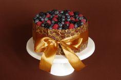 Čokoládový dort s čerstvým ovocem | Je libo kousek dortu? Sweet Cakes, Food, Inspiration, Biblical Inspiration, Essen, Meals, Yemek, Inspirational, Eten
