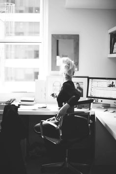 oscarprgirl:  me, my desk. day of the met ball.