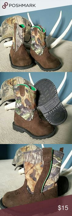 Kids Healthtex camo boots size 2 Super adorable Mossy Oak boots!! They velcro down the side for easy access. healthtex Shoes Boots