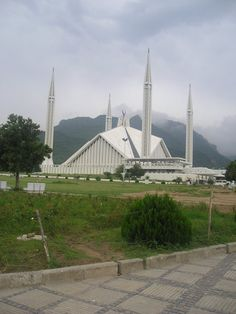 Shah Faisal mosque in Islamabad, Pakistan is the biggest mosque in Pakistan and can accomodate some 24,000 worshippers and another 40,000 in its courtyards