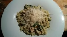 Pasta with spinach, chicken and cheese☺